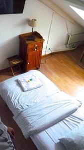 Large Single Room with Shared Bathroom