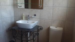 Chambre Simple avec Douche et Toilettes Communes