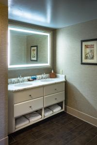 Executive Queen Room with Riverview