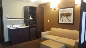 Microtel Inn & Suites by Wyndham Whitecourt, Отели  Whitecourt - big - 13