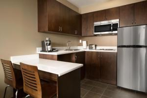 Microtel Inn & Suites by Wyndham Whitecourt, Отели  Whitecourt - big - 14