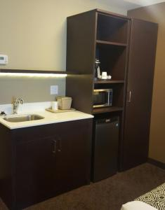 Microtel Inn & Suites by Wyndham Whitecourt, Отели  Whitecourt - big - 16