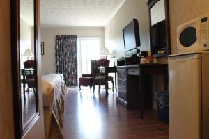 Queen Room with Two Queen Beds - Ground Floor/Non-Smoking
