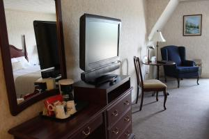 Queen Room with Two Queen Beds - Upper Floor/Non-Smoking