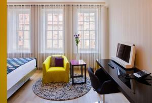 Petite Room