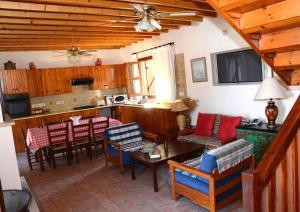 Amarakos Guesthouse, Affittacamere  Kato Akourdalia - big - 25
