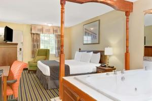 King Suite with Jacuzzi - Smoking