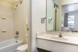 Days Inn Lake Park/Valdosta, Отели  Lake Park - big - 5