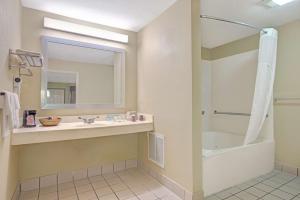 Days Inn by Wyndham San Antonio Near Fiesta Park, Hotels  San Antonio - big - 17