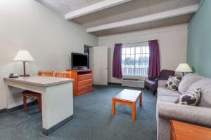 Two Bedroom Suite with 2 King Beds - Non-Smoking