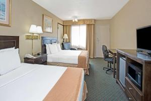 Deluxe Queen Suite with Two Queen Beds- Non-Smoking