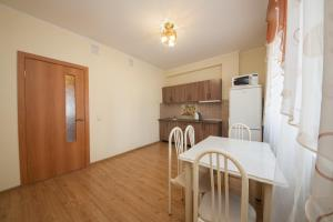 Apartment KvartiroV Vzlyotka, Ferienwohnungen  Krasnoyarsk - big - 25