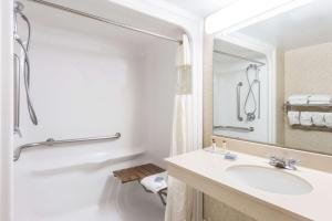 Deluxe Tweepersoonskamer met 2 Tweepersoonsbedden - Geschikt voor Gasten met een Lichamelijke Beperking/Rookvrij