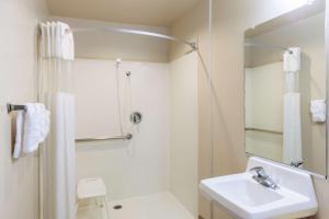 Habitación con cama grande adaptada para personas de movilidad reducida - No fumadores