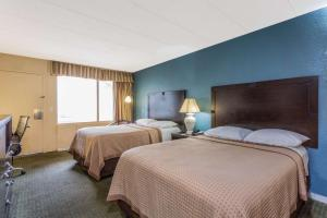 Deluxe Room with Two Double Beds - Non-Smoking