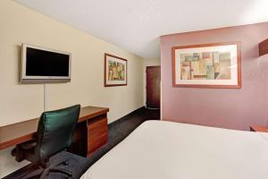 Queen Suite with Sofa Bed - Smoking