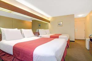 Deluxe Queen Room with Two Queen Beds - Disability Access - Smoking
