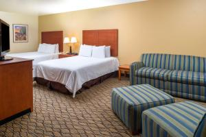 Deluxe Business Queen Room with Two Queen Beds - Non-Smoking