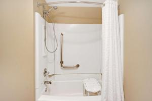 Rom Deluxe med queen-size-seng - tilrettelagt for funksjonshemmede/røykfritt
