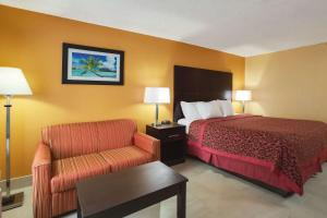 Days Inn by Wyndham Sarasota Bay, Hotels  Sarasota - big - 2