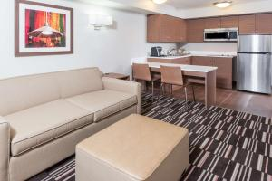 Extended Stay Suite - 1 Queen - Kitchen - Non-Smoking - Bathtub/Shower