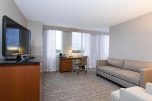 Junior Suite with Queen Bed - Accessible