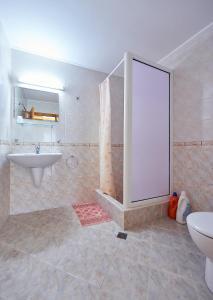 Guest House Nadin, Vendégházak  Pomorie - big - 27