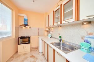 Guest House Nadin, Vendégházak  Pomorie - big - 34
