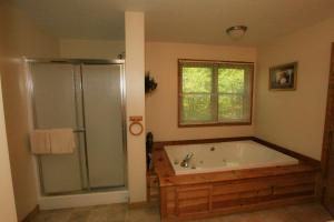 Mountain Cove, Holiday homes  Gatlinburg - big - 55