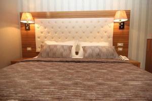 Hotel Boutique Restaurant Gloria, Hotels  Tirana - big - 36
