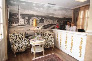 Hotel Boutique Restaurant Gloria, Szállodák  Tirana - big - 49