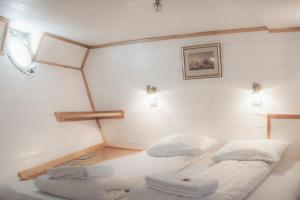Cabin on Boat (6 Adults)