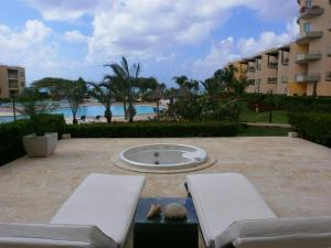 View Garden Two-bedroom condo - A145, Ferienwohnungen  Palm-Eagle Beach - big - 1