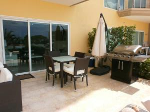 View Garden Two-bedroom condo - A145, Ferienwohnungen  Palm-Eagle Beach - big - 3