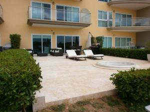 View Garden Two-bedroom condo - A145, Ferienwohnungen  Palm-Eagle Beach - big - 7