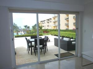 View Garden Two-bedroom condo - A145, Ferienwohnungen  Palm-Eagle Beach - big - 8