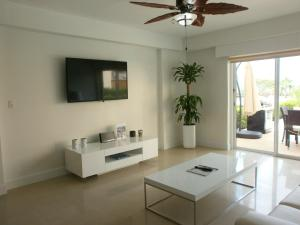 View Garden Two-bedroom condo - A145, Ferienwohnungen  Palm-Eagle Beach - big - 11