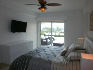 View Garden Two-bedroom condo - A145, Ferienwohnungen  Palm-Eagle Beach - big - 16