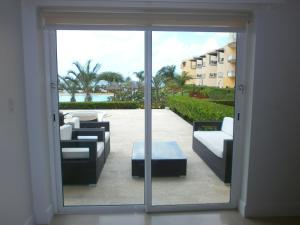 View Garden Two-bedroom condo - A145, Ferienwohnungen  Palm-Eagle Beach - big - 18