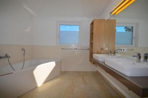 Apartment S&P 3 by Alpen Apartments, Ferienwohnungen  Zell am See - big - 41