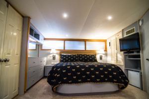 Ocean Romance Dockside Bed & Breakfast Yacht, Bed and breakfasts  Newport - big - 20