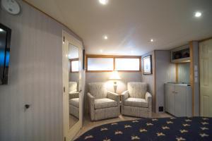Ocean Romance Dockside Bed & Breakfast Yacht, Bed and breakfasts  Newport - big - 21