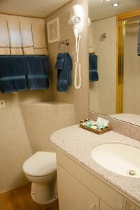 Ocean Romance Dockside Bed & Breakfast Yacht, B&B (nocľahy s raňajkami)  Newport - big - 23