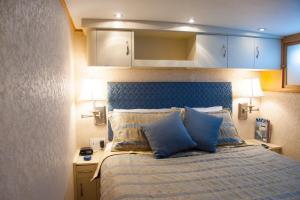 Ocean Romance Dockside Bed & Breakfast Yacht, Bed and breakfasts  Newport - big - 24
