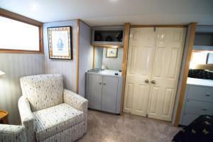 Ocean Romance Dockside Bed & Breakfast Yacht, Bed and breakfasts  Newport - big - 26