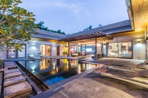 New Modern Pool Villa, Vily  Chalong  - big - 12