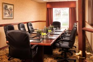 Country Inn & Suites by Radisson, Milwaukee West (Brookfield), WI, Отели  Brookfield - big - 19