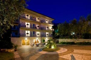 Hotel Garnì Orchidea, Отели  Мальчезине - big - 66