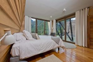 Deluxe Double or Twin Room with Mountain View