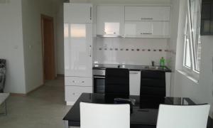 Apartments Odiva, Apartmány  Luštica - big - 12